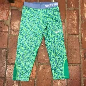 Girls Nike Pro 3/4 length leggings